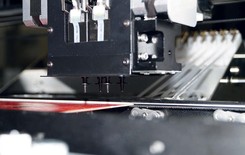 Montaż komponentów w procesie produkcji małoseryjnej i prototypowej