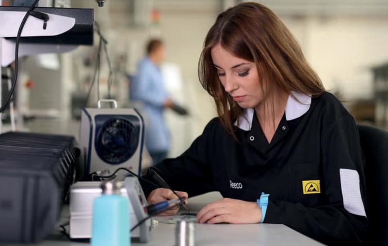 Wyposażenie strefy EPA – odzież antyelektrostatyczna